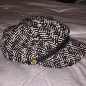COACH NEWSBOY HAT BLACK/ WHITE HERRINGBONE M/ L